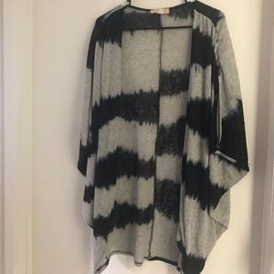 Knitted open short sleeve cardigan